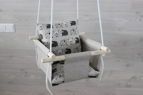Linen swing with sheeps pillow